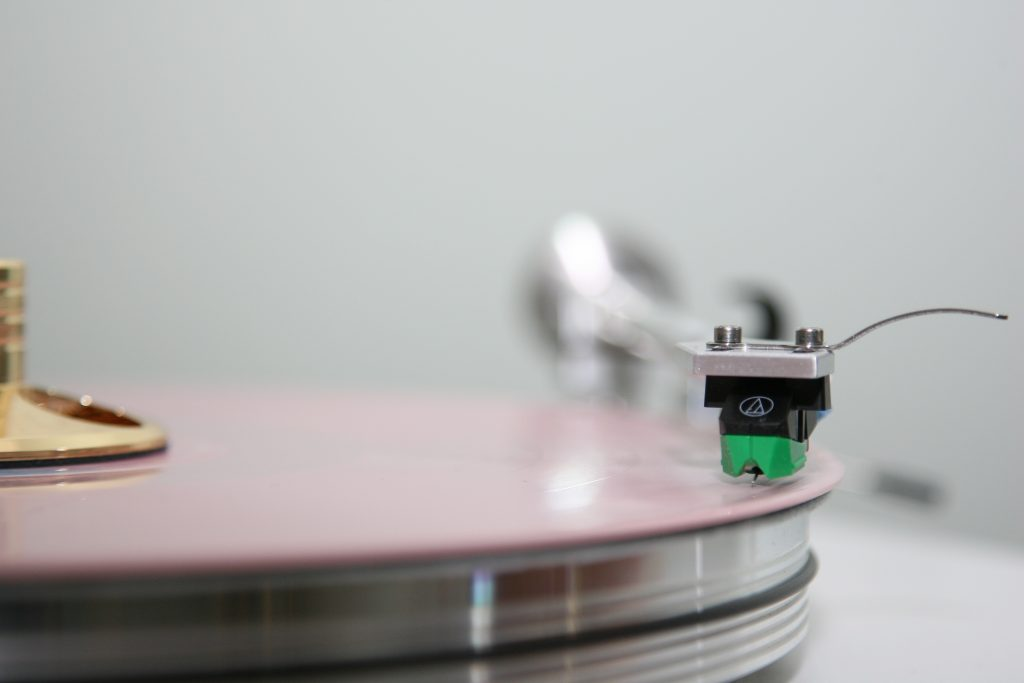 VPI Cliffwood playing Lover